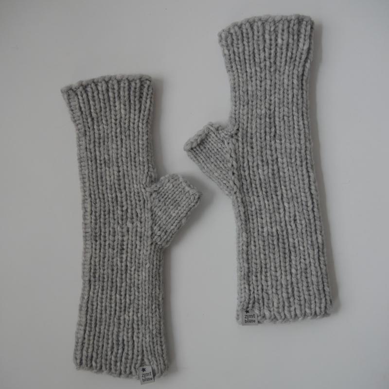 Kleinesbild - UMSCHLAGSTULPEN mit Kaschmir handgestrickt  von zimtblüte grau und schwarz