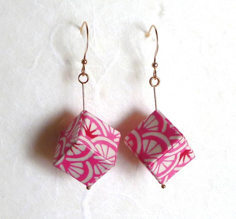 - Ohrhänger Origami Würfel rosa rot weiss - Ohrhänger Origami Würfel rosa rot weiss