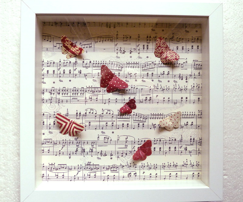 - 3D-Wallart Origami bunte Schmetterlinge auf Noten - 3D-Wallart Origami bunte Schmetterlinge auf Noten