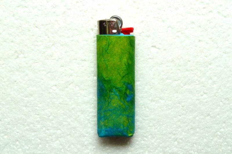 - Feuerzeughülle grün-blau für BIC-Feuerzeuge - Feuerzeughülle grün-blau für BIC-Feuerzeuge