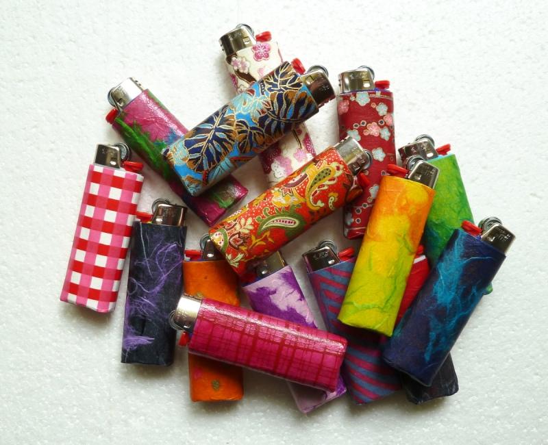 Kleinesbild - Feuerzeughülle pink-violett gemuster für BIC Feuerzeuge