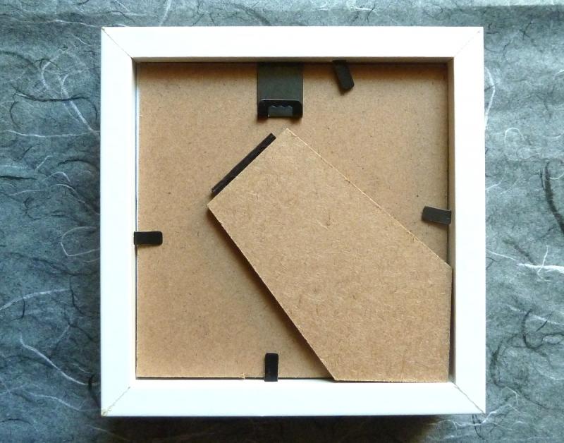Kleinesbild - Minibild mit niedlichem Papierkleidchen auf Kleiderbügel, 10 x 10 cm  (Kopie id: 100194619)