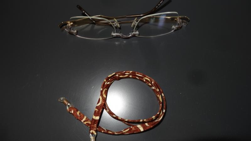 - Braun-beige gemustertes Brillenband für den Braun-Typ - Braun-beige gemustertes Brillenband für den Braun-Typ