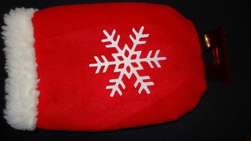 - roter Eiskratzerhandschuh mit einer Schneeflocke - roter Eiskratzerhandschuh mit einer Schneeflocke