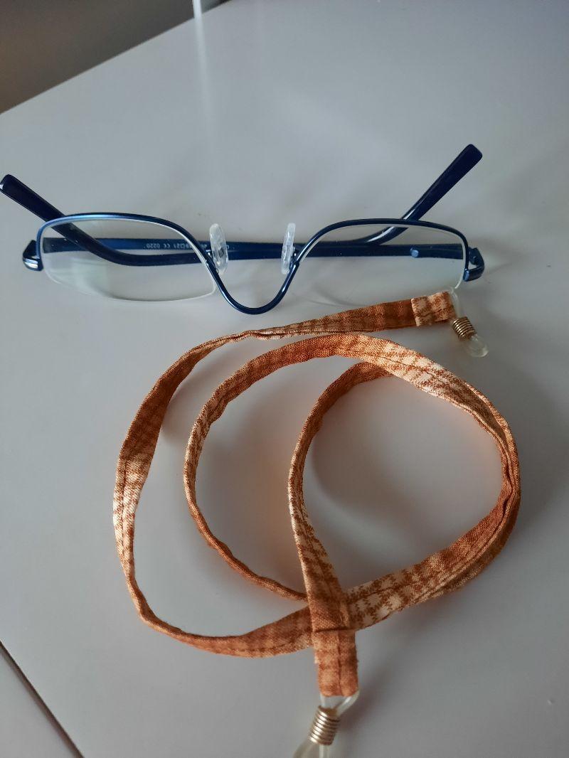 - Braun gemustertes Brillenband für den der braun Töne mag - Braun gemustertes Brillenband für den der braun Töne mag