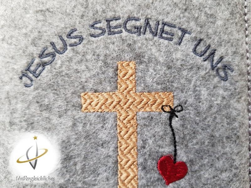 Kleinesbild -  ★ Jesus segnet uns ★ Gotteslobhülle 2019 Filz mit Namensbestickung / Hülle Gotteslob individualisierbar