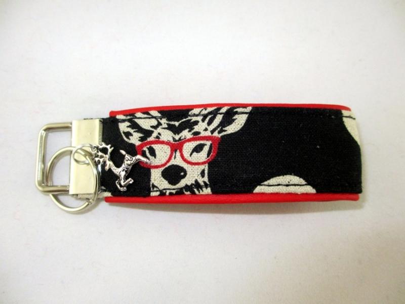 - Schlüsselanhänger Schlüsselband Hirsch mit Brille Anhänger für Schlüssel Oktoberfest mit Schlüsselring unterlegt mir Kunstleder - Schlüsselanhänger Schlüsselband Hirsch mit Brille Anhänger für Schlüssel Oktoberfest mit Schlüsselring unterlegt mir Kunstleder