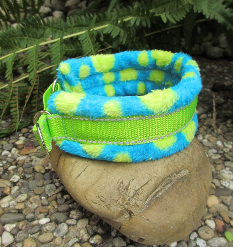 Kleinesbild - Hundehalsband Monster Halsband Hund Windhund wärmend, reflektierend und weich gepolstert mit Zugstopp oder Klickverschuss wahlweise Kunststoff oder Metall