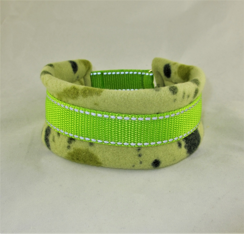 Kleinesbild - Hundehalsband Splish Splash Halsband wärmend reflektierend mit Reflektoren Zugstopp wahlweise Klickverschluss weiche Fleece Polsterung