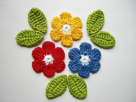 - Häkelapplikation, große Blumen mit Blättern - Häkelapplikation, große Blumen mit Blättern