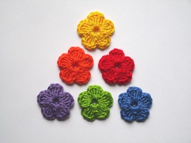 - Häkelapplikation, kleine Blumen    - Häkelapplikation, kleine Blumen