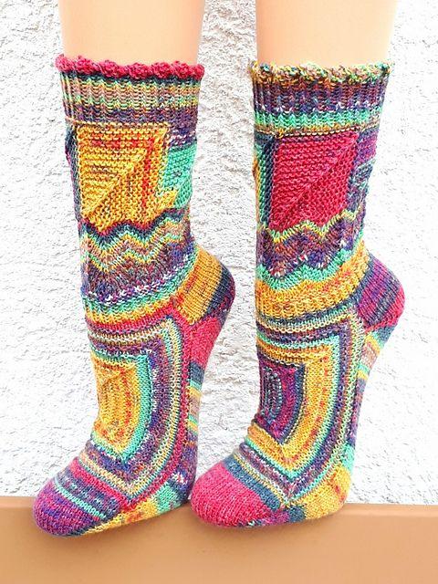 Kleinesbild - Handgestrickte Socken, Gr. 39/40, extravagantes eigenes Design im Patchworkmix, herrlich bunt und einzigartig, von Schwarzwaldmaschen