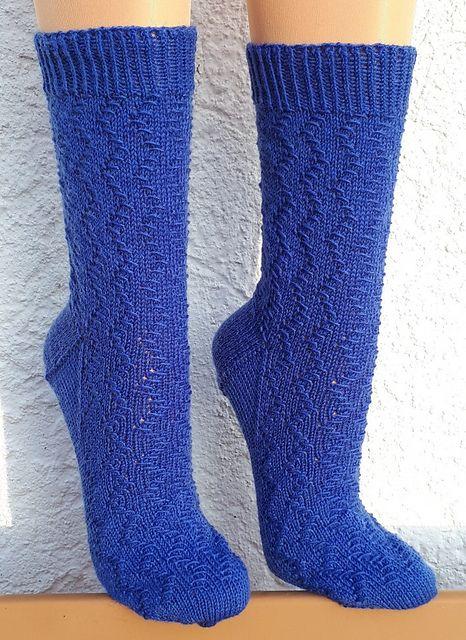 Kleinesbild - Handgestrickte Socken, Gr. 42/43, mit interessantem Strukturmuster, Stricksocken, von Schwarzwaldmaschen