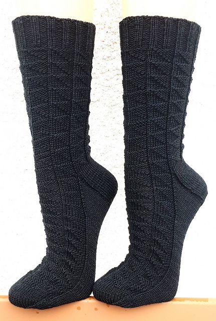 Kleinesbild - Handgestrickte Socken, Gr. 42/43, aus handgefärbter Wolle, mit interessantem Strukturmuster, Stricksocken, von Schwarzwaldmaschen