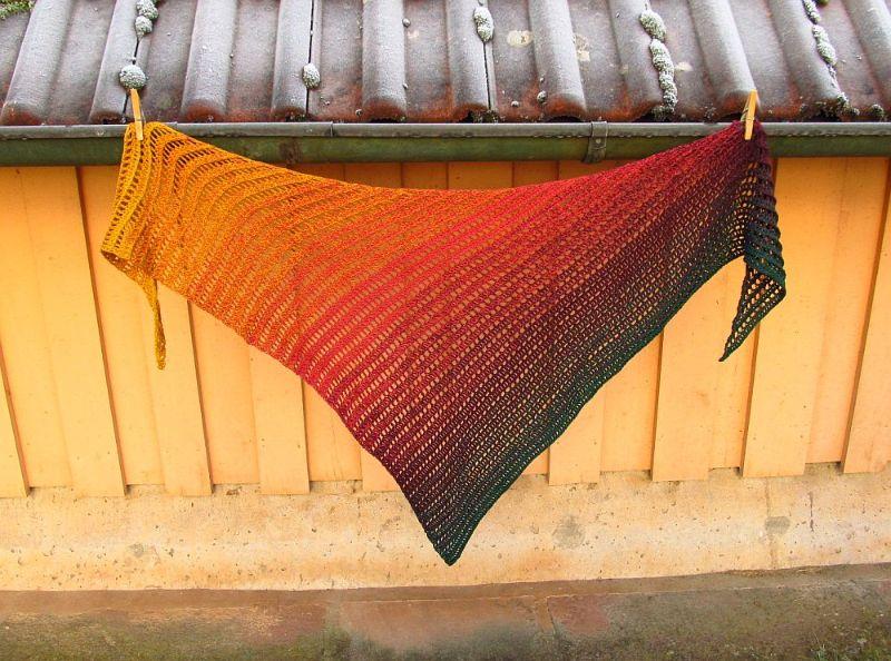 Kleinesbild - Herbsttuch - gehäkeltes Dreieckstuch, 188 x 74 cm, weiche Baumwollmischung, Dreiecktuch, von Schwarzwaldmaschen