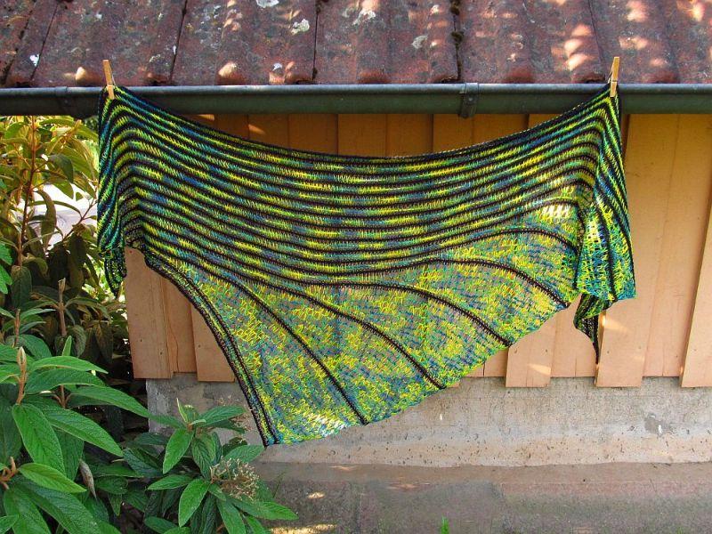 - Großes Dreieckstuch Jamaika, asymmetrisch, 206 x 74 cm, aus Merino-Seide-Ramie-Mischung, von Schwarzwaldmaschen - Großes Dreieckstuch Jamaika, asymmetrisch, 206 x 74 cm, aus Merino-Seide-Ramie-Mischung, von Schwarzwaldmaschen