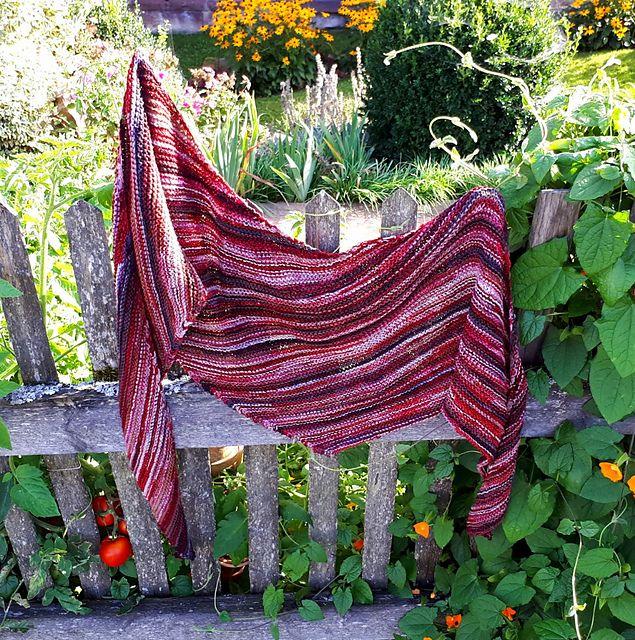 Kleinesbild - Kuscheliges Schaltuch, 207 x 39 cm asymmetrisch, aus weicher Baumwollmischung, von Schwarzwaldmaschen