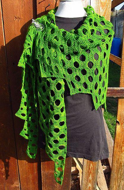 Kleinesbild - Außergewöhnliches Designertuch, 196 x 64 cm, Dreiecktuch, 100% Merinowolle handgefärbt, gehäkelt, von Schwarzwaldmaschen