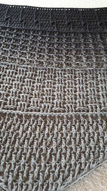 Kleinesbild - Häkeltuch, 190 x 60 cm, männergeeignet, Dreiecktuch, symmetrisch, reine Baumwolle, von Schwarzwaldmaschen