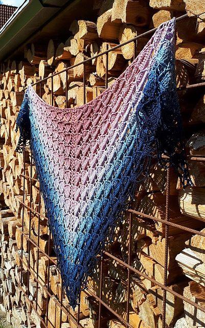 Kleinesbild - Häkeltuch mit Perlenrand, 178 x 83 cm, weiche Baumwollmischung, Dreiecktuch, symmetrisch, von Schwarzwaldmaschen