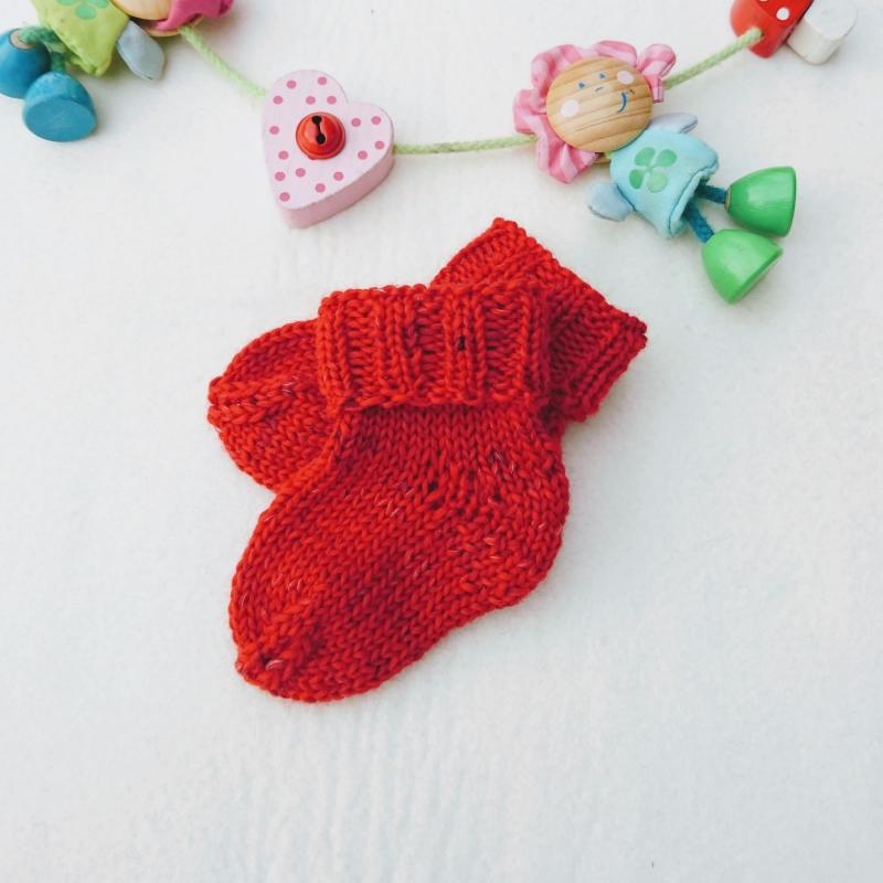 - kuschelweiche Babysocken aus GOTS Merinowolle in rot - kuschelweiche Babysocken aus GOTS Merinowolle in rot
