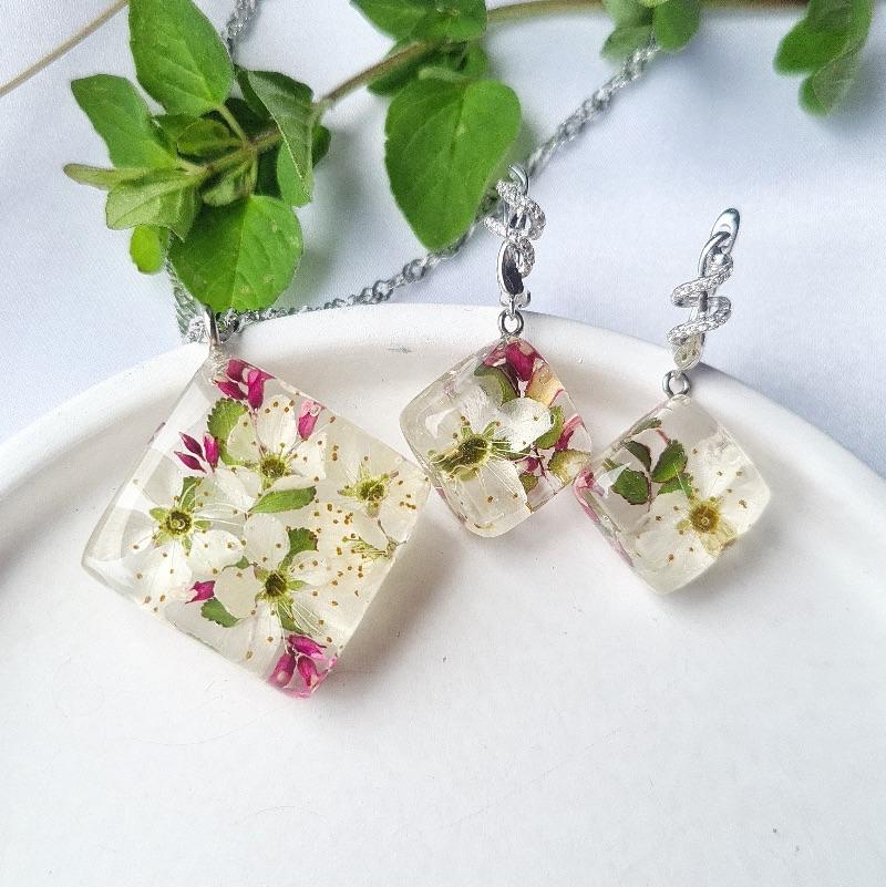 - Botanische Ohrringe und Anhänger mit echten Kirschblüten - Botanische Ohrringe und Anhänger mit echten Kirschblüten