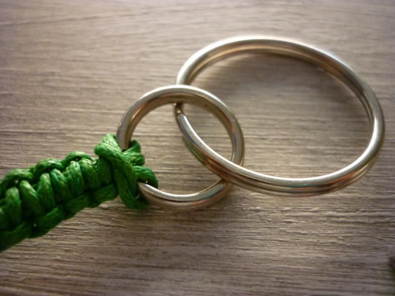 Kleinesbild - Bunter, geknüpfter Schlüsselanhänger mit Buchstabenperlen