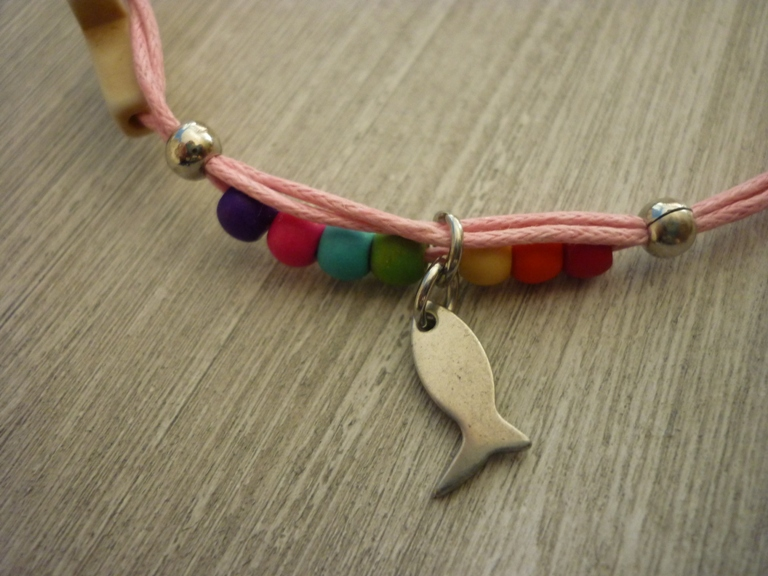 Kleinesbild - buntes handgearbeitetes Armband zur Kommunion / Konfirmation / Firmung Geschenk Mitbringsel Fisch Kreuz Perlen