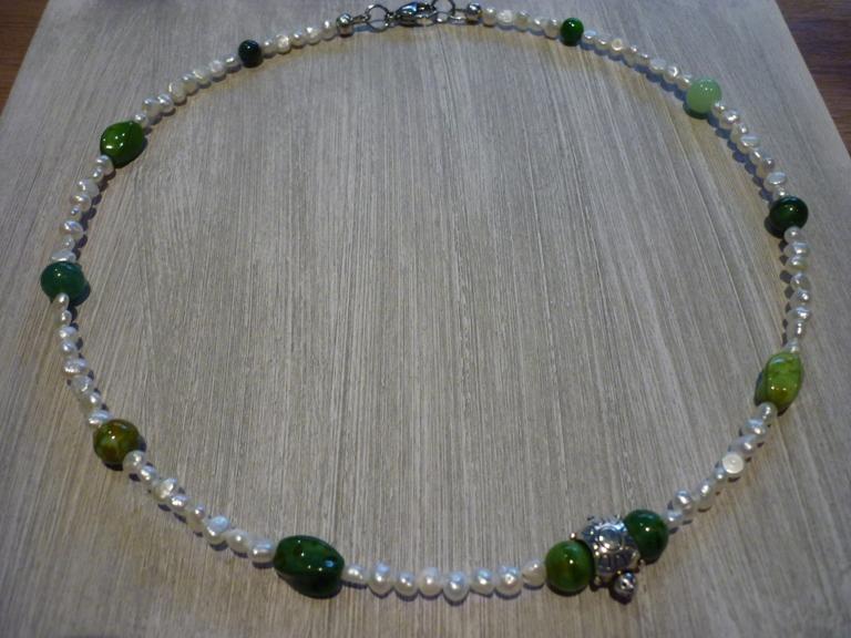 - Süsswasserperlenkette Collier mit Schildkröte und grünen Glasperlen / Steinperlen - Süsswasserperlenkette Collier mit Schildkröte und grünen Glasperlen / Steinperlen
