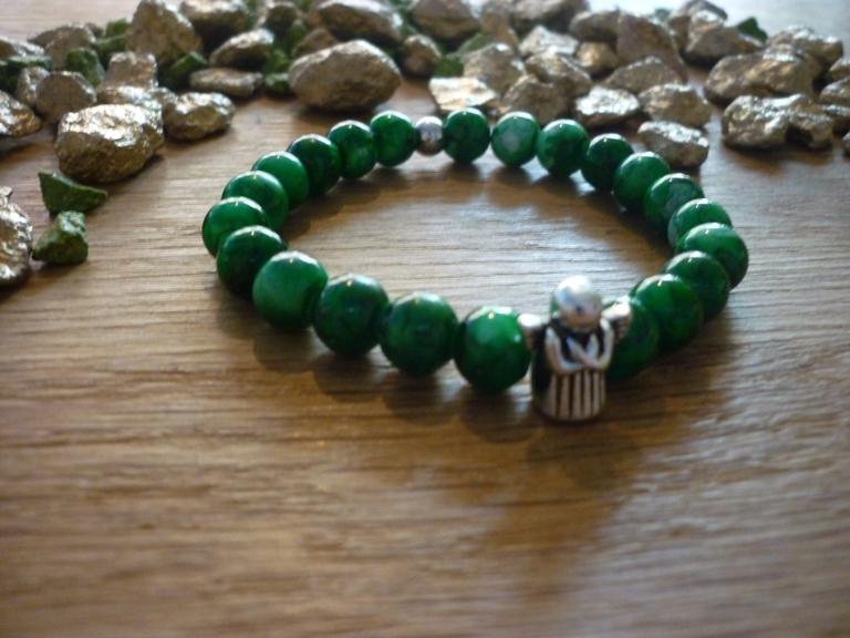 Kleinesbild - Handgearbeitetes Armband mit Schutzengel Glasperlen elastisch Tannengrün