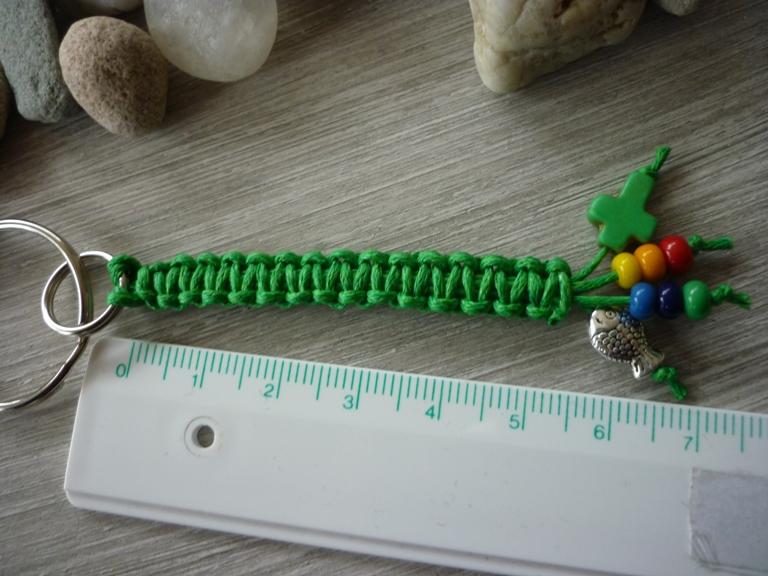 Kleinesbild - Handgearbeiteter Schlüsselanhänger zur Kommunion mit Kreuz und Fisch