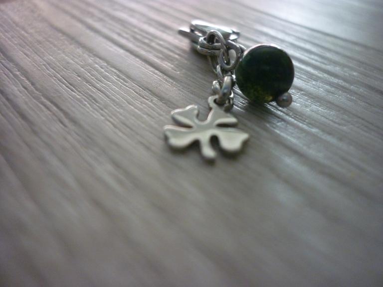 Kleinesbild - Charm / Taschenanhänger Kleeblatt mit Indianachat