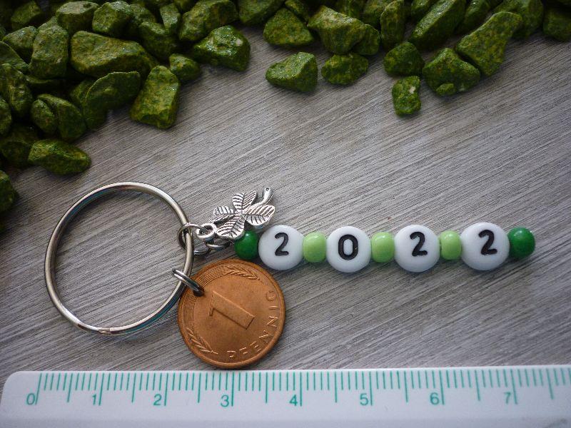- Schlüsselanhänger 2022 mit Kleeblatt und Glückspfennig  - Schlüsselanhänger 2022 mit Kleeblatt und Glückspfennig