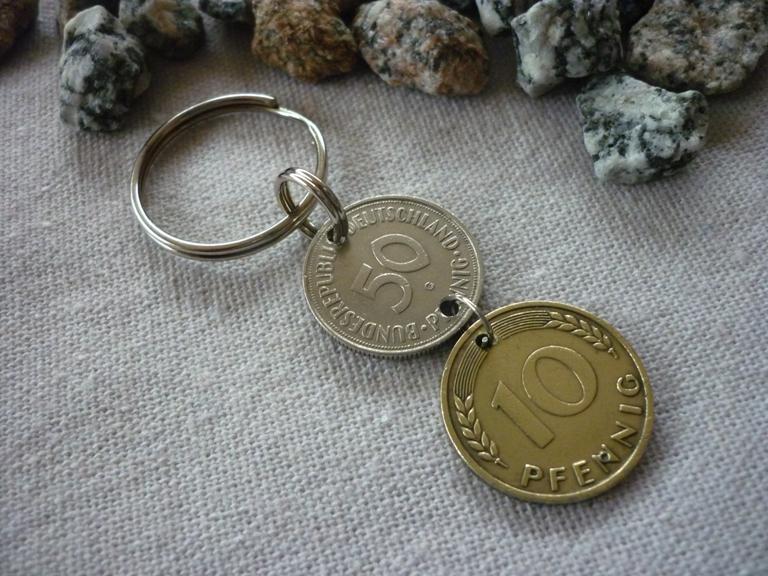 Kleinesbild - Schlüsselanhänger zum 60. Geburtstag / aus einem Groschen und einem 50-Pfennig-Stück