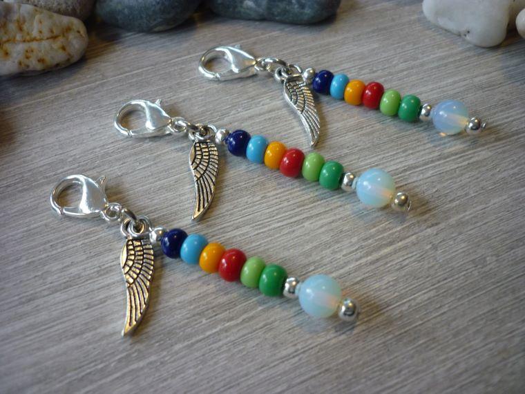 Kleinesbild - 3 farbenfrohe Mitgebsel Charms Tischdeko Gastgeschenk Flügel Trost