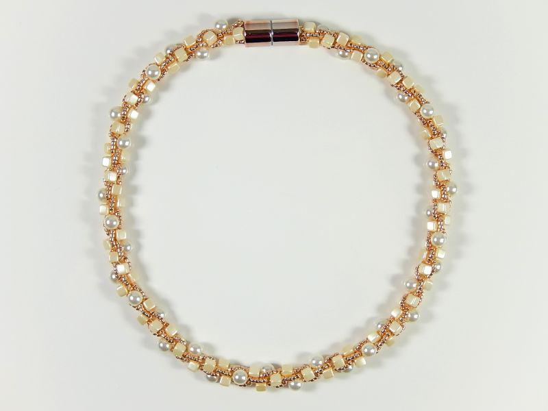 Kleinesbild - Elegante Kette Häkelkette Perlenkette Einzelstück