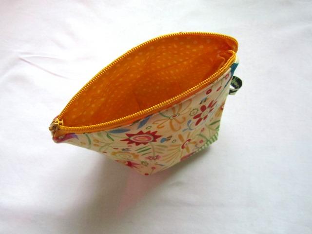 Kleinesbild - Mini - Universaltäschchen, Taschenorganizer, Schnullertasche, Sommerwelt, selbstgenäht