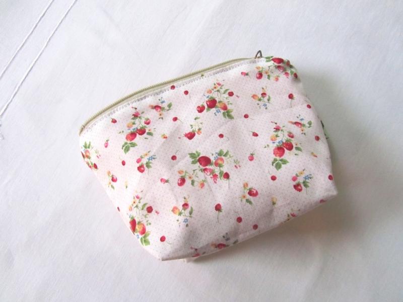 Kleinesbild -  Universaltäschchen, Taschenorganizer, Minitasche Erdbeeren, selbstgenäht