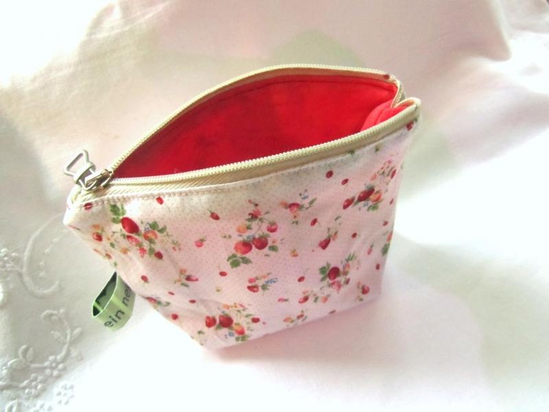 -  Universaltäschchen, Taschenorganizer, Minitasche Erdbeeren, selbstgenäht   -  Universaltäschchen, Taschenorganizer, Minitasche Erdbeeren, selbstgenäht
