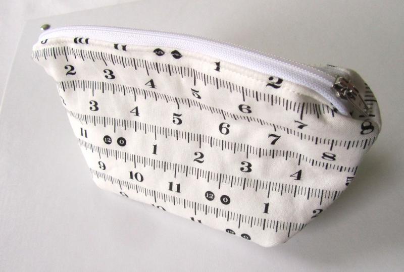 -  Universaltäschchen, Taschenorganizer, Schnullertasche, Maßband, selbstgenäht   -  Universaltäschchen, Taschenorganizer, Schnullertasche, Maßband, selbstgenäht