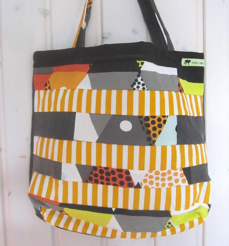 - Einkaufstasche, Umhängetasche , Shopper mit gelben Streifen, Patchwork, upcycling  - Einkaufstasche, Umhängetasche , Shopper mit gelben Streifen, Patchwork, upcycling