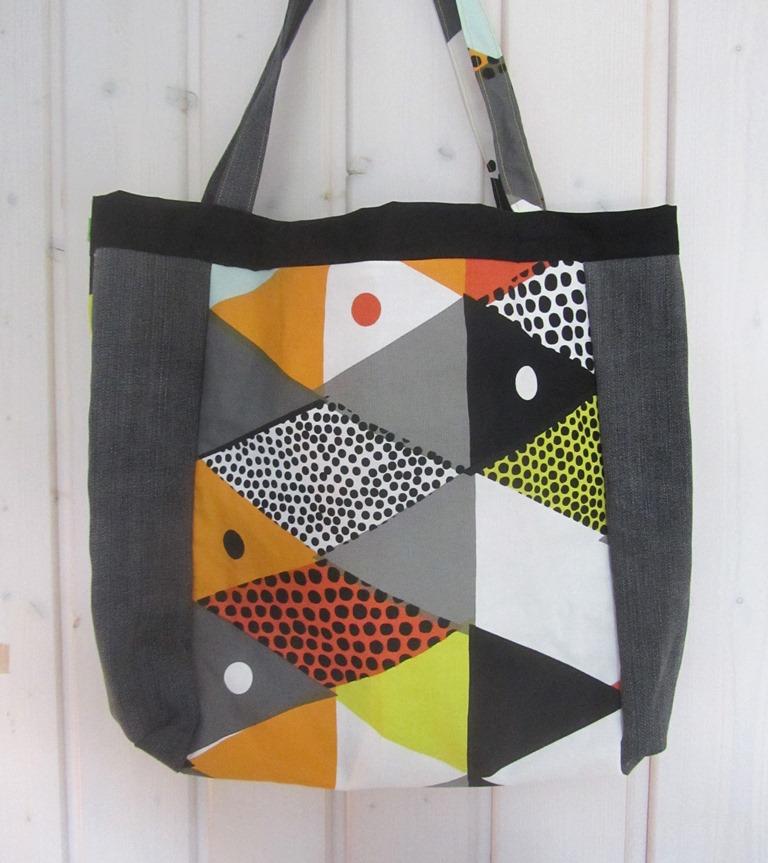 Kleinesbild - Einkaufstasche, Umhängetasche , Shopper mit gelben Streifen, Patchwork, upcycling