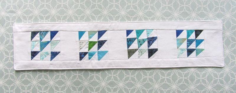 Kleinesbild - Tischläufer, blaue Dreiecke, Tischschmuck,Tischdeckchen, Sommerdeko, Patchwork, Handmade,