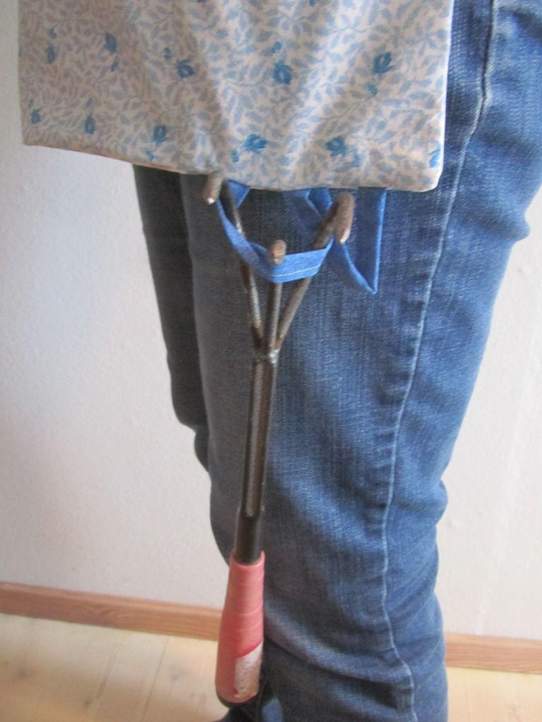 Kleinesbild - Gartenschürze, Gärtnerschürze, Arbeitsschürze bunt, Werkzeugschürze, blaue Rosen,