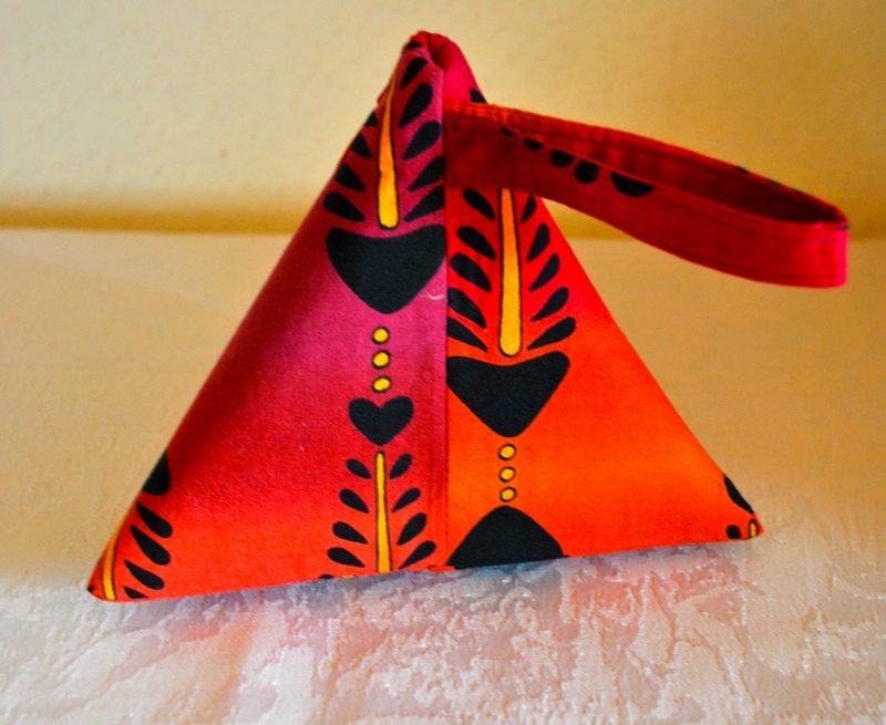 Kleinesbild - Rotes  orginelles Schminktäschen mit Fischgräten-Motiv