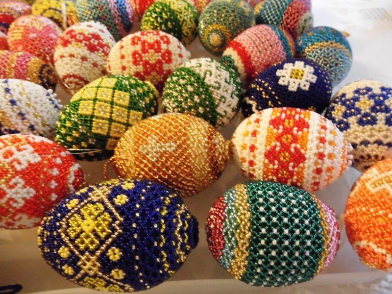 Kleinesbild - Sortiment mit 3 handgearbeiteten Perlen-Dekor-Eiern unserer Wahl,  je 7 x 4 cm / Unikate