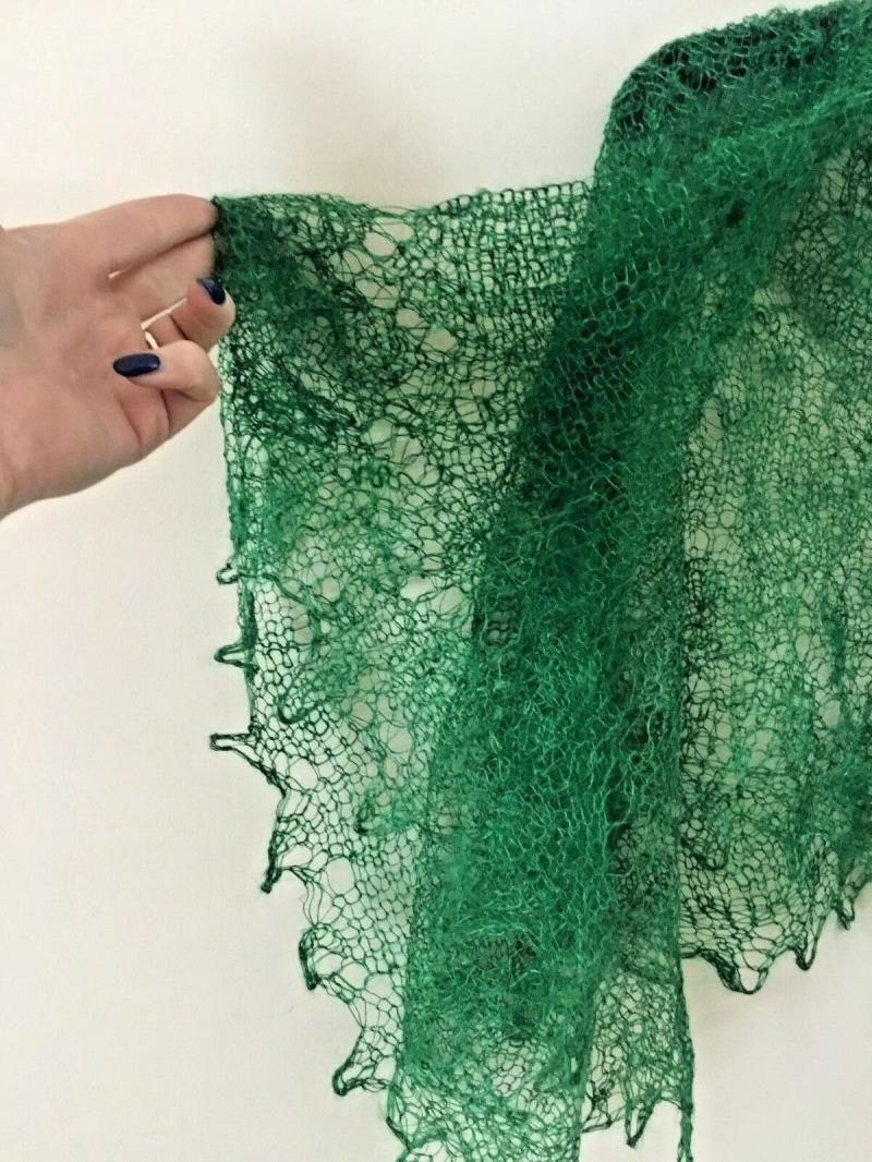 Kleinesbild - Handgestrickter Orenburger Schal, Ziegenwolle, ca. 120 x 120 cm, Farbe: grün, Einzelstück