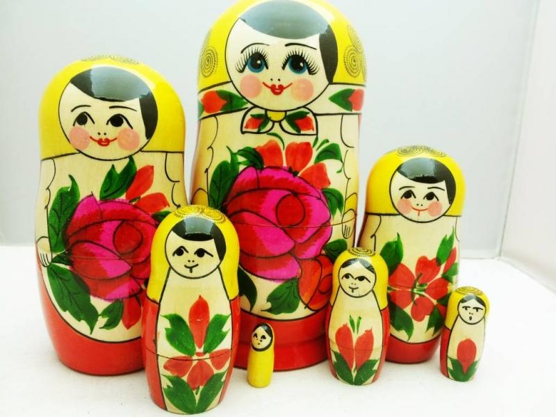 - Handgearbeite und handbemalte Matroschka 7-er-Set, Unikat  - Handgearbeite und handbemalte Matroschka 7-er-Set, Unikat