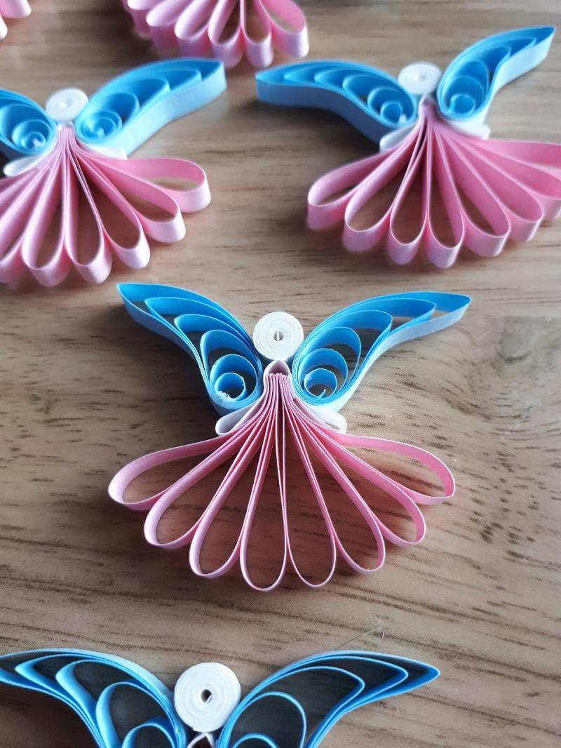 Kleinesbild - 10 handgearbeitete Engel aus Papier, rosa-hellblau, zur Deko, 4,5 cm hoch, 4,0 cm breit, zum Aufhängen