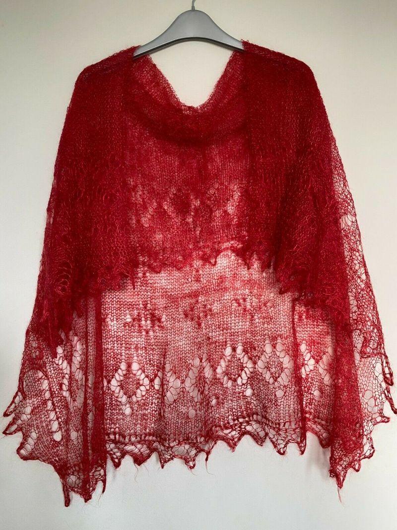 - Handgearbeiteter Orenburg-Schal aus Ziegenwolle, Farbe: imperial-rot # 32, 120x120 cm / Unikat   - Handgearbeiteter Orenburg-Schal aus Ziegenwolle, Farbe: imperial-rot # 32, 120x120 cm / Unikat
